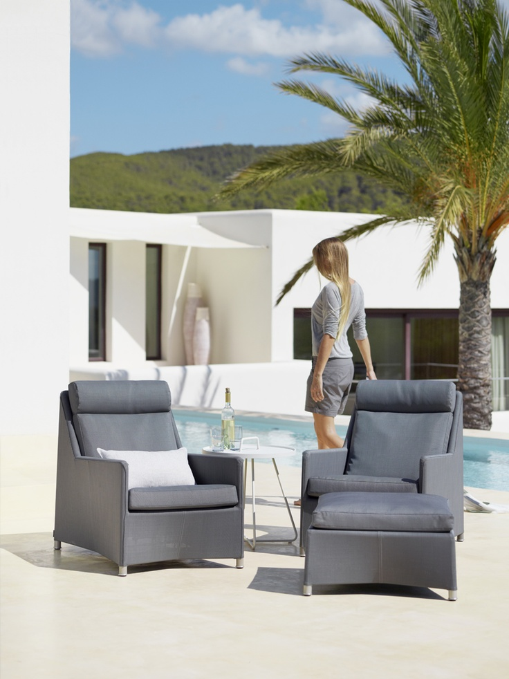 The #Danishdesigned Diamond highback lounge chair is timeless in its appearance. Built with both comfort and aesthetics in mind, this luxurious all-weather garden chair, designed by Foersom & Hiort-Lorenzen, comes in a grey and white tex colour, and requires zero maintenance. #Caneline