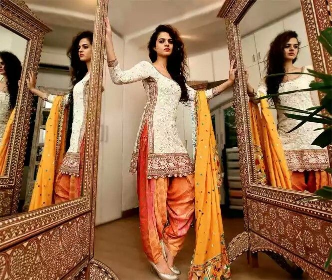 Traditional Indian dress - Salwar Kameez