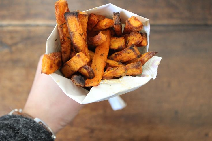 Zoete aardappel friet met cajun kruiden