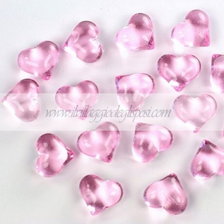 Cristalli a forma di cuore/ Heart crystals, available in different colors. Disponibili su http://www.ilvillaggiodeglisposi.com/