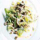 Waldorfsalade van Jamie Oliver Met bleekselderij, sla, druiven, kaas, walnoot, appel, peterselie