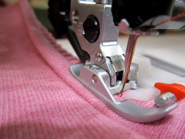 Im smillaBlog erfahrt ihr, wie man Jersey, Stretch- und Sweatshirtstoffe mit der Nähmaschine perfekt verarbeitet. Mit vielen Tipps und Tricks.
