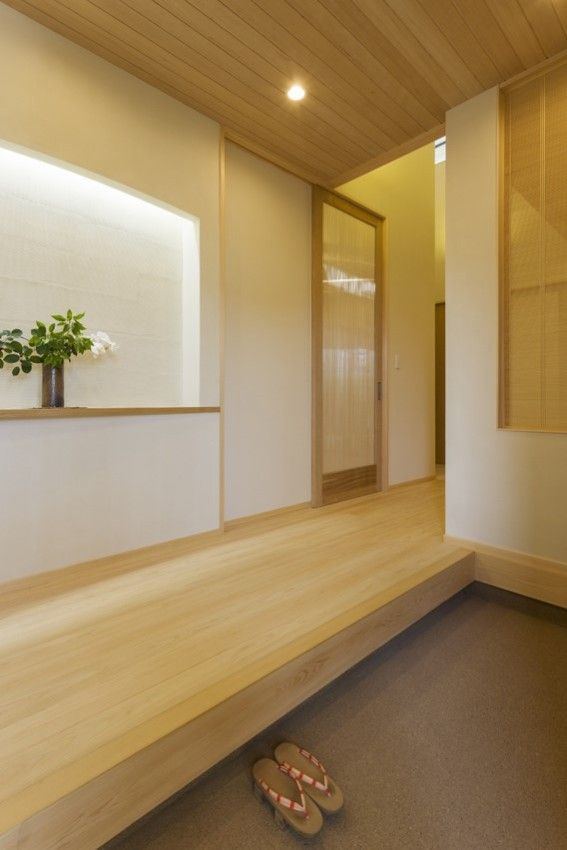 大きめのニッチは 玄関の床の間の様に使えます 来客のお迎えに リビング 間取り 自宅で 家