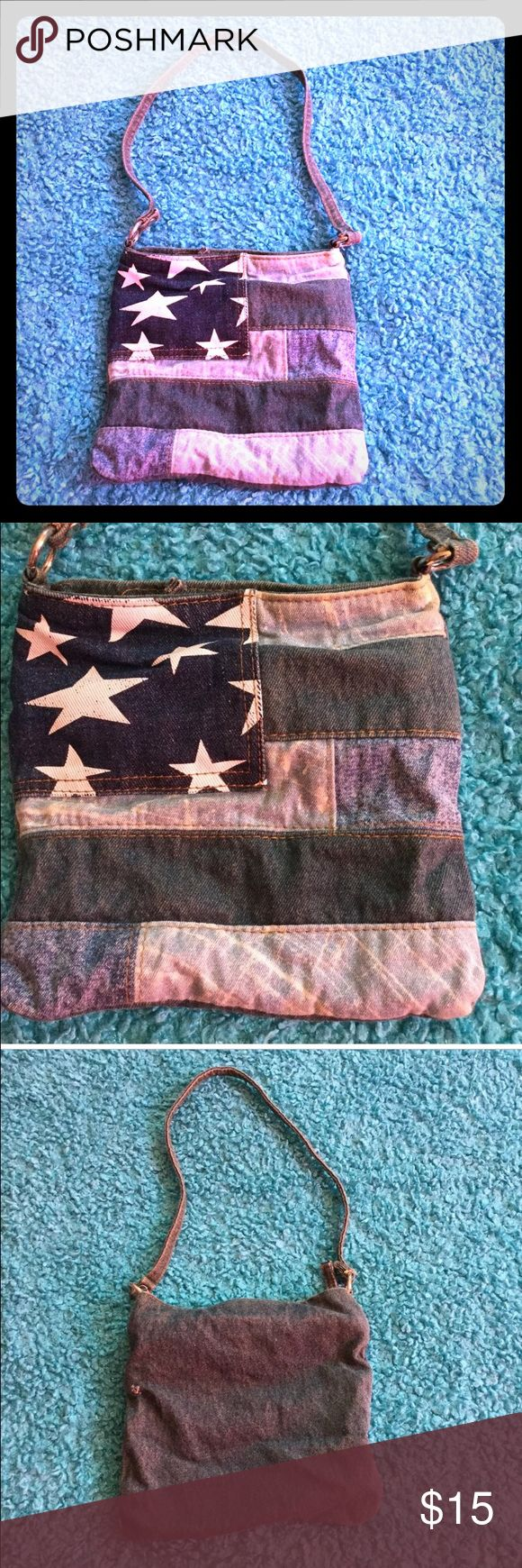 90s denim patchwork flag bag Small shoulder from the 90s with denim patchwork detail American flag design. Holds a good amount essentials plus some💕💫💕 Bags