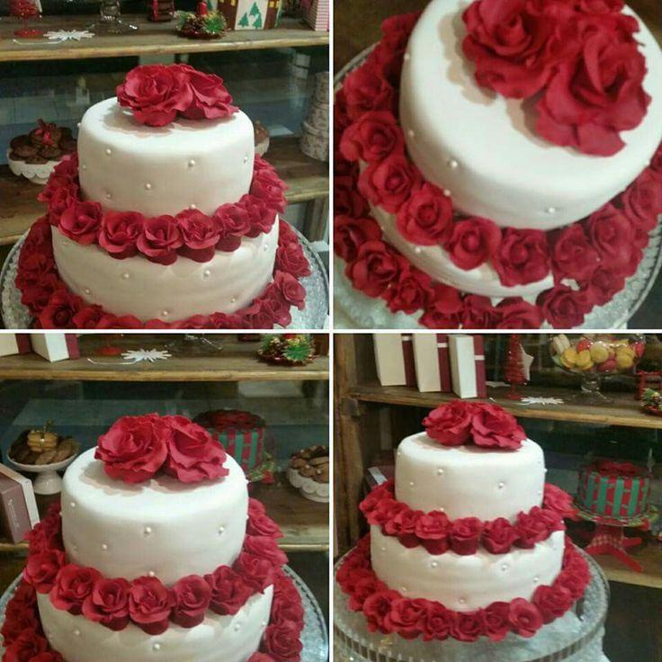 Dark pink wedding cake roses