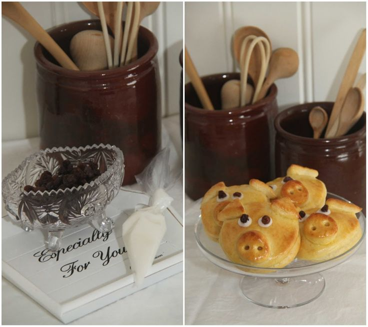 Jeg har bakt disse morsomme bollene formet som griser. Grisebollene er fylt med vaniljekrem og toppet med melisglasur og rosinertil...