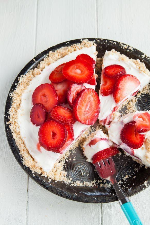 Strawberry-Frozen-Yogurt-Pie | dessertfortwo.com: Strawberry Frozen Yogurt Pi, Desserts, Strawberries Mascarpone, No Bake Pies, Mascarpone Yogurt, Pies Recipes, Frozen Strawberries, Greek Yogurt, Yogurt Feet