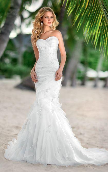 Elegant mermaid wedding gown by Stella York. (Style 5468)