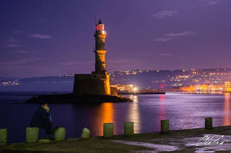 The Venetian Lighthouse of #Chania, #Greece by night! Stunning...