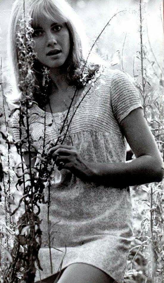 ~ Olivia Newton - John ( Young ) ~