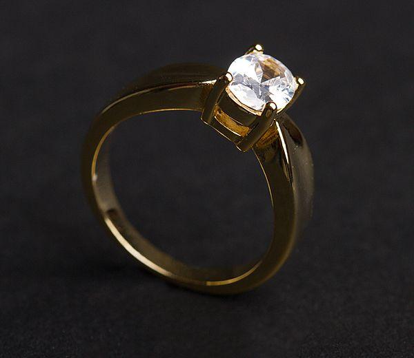 Inel placat cu aur de 18 k. Pietre: zirconia. Culori: alb