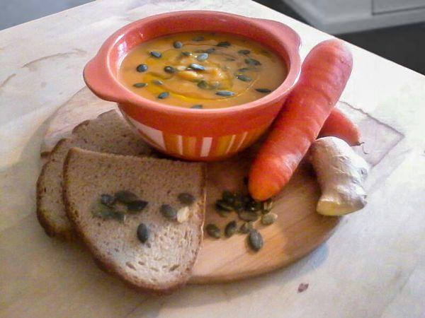 VELLUTATA DI CAROTE ALLO ZENZERO #vellutata #carote #zenzero #minestra #crema #vegetariana #primo #ceci