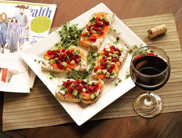 Un 5 à 7 santé ça se peut? Agrémenter votre soirée avec des bouchées ici inspirées de @troisfoisparjour avec notre pain Grand-Mere! || Healthy 5 à 7 really ? During your evening serve some appetizers like these ones inspired by @troisfoisparjour made with our Grand-Mere bread! #StMethode #LaRecolte #Foodies #TroisFoisparJour #MadeinQC #Mtl