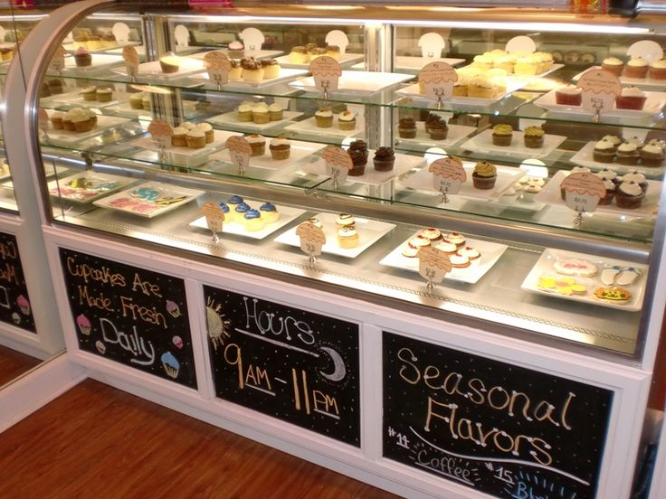 Hokulani Bake Shop Waikiki Display Case