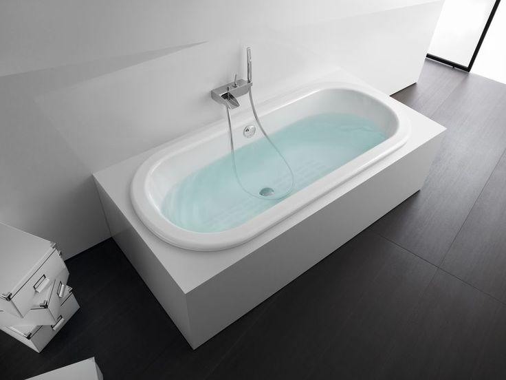 Faro to wanna żeliwna o owalnym kształcie przeznaczona do zabudowy, doskonale wkomponuje się w eleganckie salony kąpielowe. Jej delikatne kontury i regularne linie sprawiają, że przyciąga wzrok i staje się centralnym punktem łazienki. Faro to idealna propozycja dla miłośników harmonijnych kształtów.