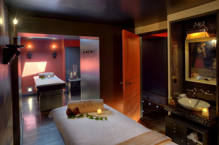 Duo cabins devoted to the brand 39 s modellings and for Bains de lea paris