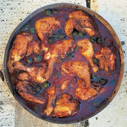 Jamie Oliver: pollo alla cacciatora (jagersstoof van kip), uit het kookboek 'Jamie's Italië' van Jamie Oliver. Kijk voor de bereidingswijze op okokorecepten.nl.