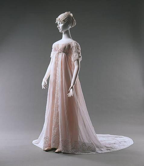 Embroidered Cotton Dress, ca.1805, Münchner Stadtmuseum