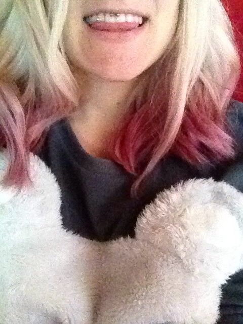 Capelli decolorati con punte rosa pink hair