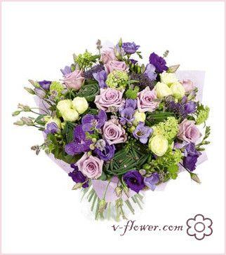 состоит из фиолетовых Лизиантусов, Роз, Орхидеи Ванда и Фрезии