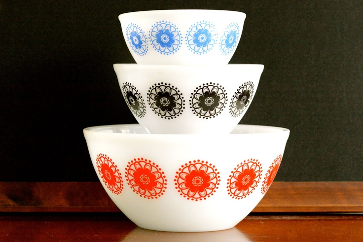 Crown Pyrex: set of three mixing bowls with geometric design. $45.00, via Etsy.