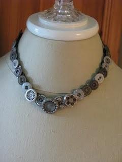 button necklace .... love it!