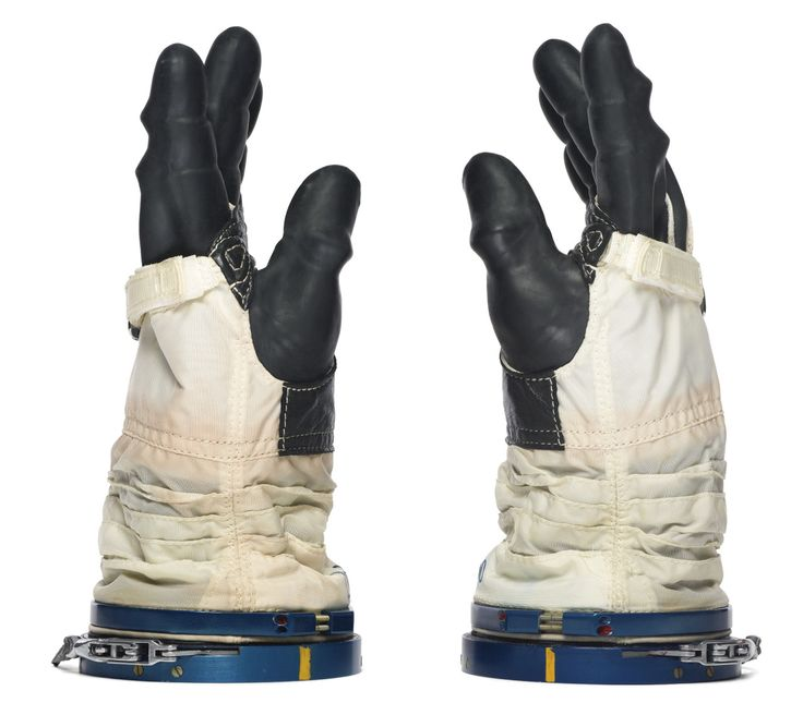 astronaut lost glove in space - photo #41