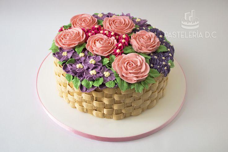 Torta con diseño de canasta con flores decorada totalmente con buttercream / Buttercream flowers basket cake.