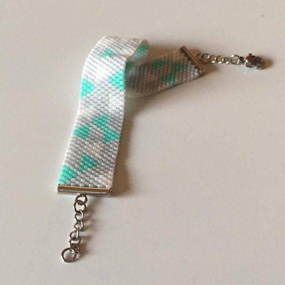Bracelet souple en tissage de perles de verre / Fait main