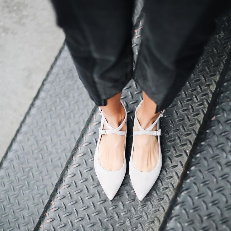 Spring, we're ready for you. Shop the Sienna Cross Ballet | The Frye Company