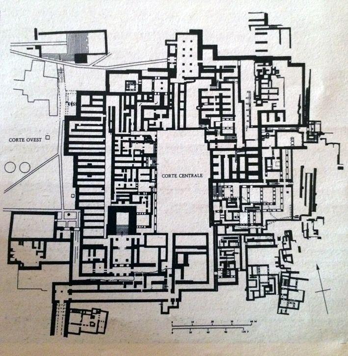 IL LABIRINTO (di Cnosso ,Creta) IL LABIRINTO  Il labirinto è un tracciato di percorso che risale ai tempi antichissimi, nella preistoria dell'uomo. È una struttura complicata, dalla quale, una volta entrati, è molto difficile uscire. E' quindi un segno  di smarrimento in uno spazio caotico, non razionale.Il Labirinto più celebre è quello di Creta.. #labirinto #Cnosso #creta #history #storia #architettura