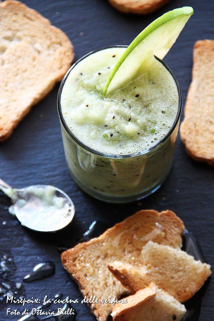 Frullato di kiwi e mela verde.