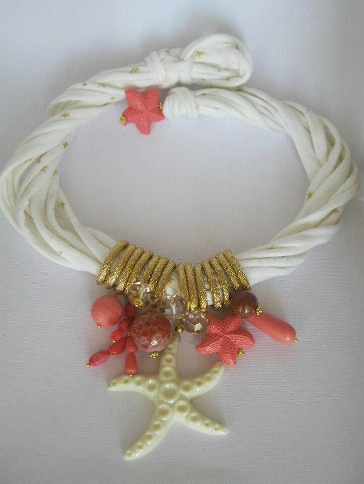 Collana di fettuccia con  pasta di corallo, corallo bambù, pietra di sole e resina. Notedizucchero.blogspot.com