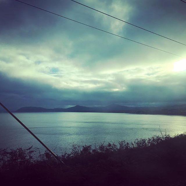 【ayami_suzuki】さんのInstagramをピンしています。 《今日も今日とて美しか  #ダブリン #アイルランド #海 #風景 #車窓 #ダーツ #空 #太陽 #光 #反射 #ireland #dublin #window #landscape #sea #sky #cloud #sun #light #reflect #beautiful #dart #train #blue #world #chill #healing #calm #soothe》