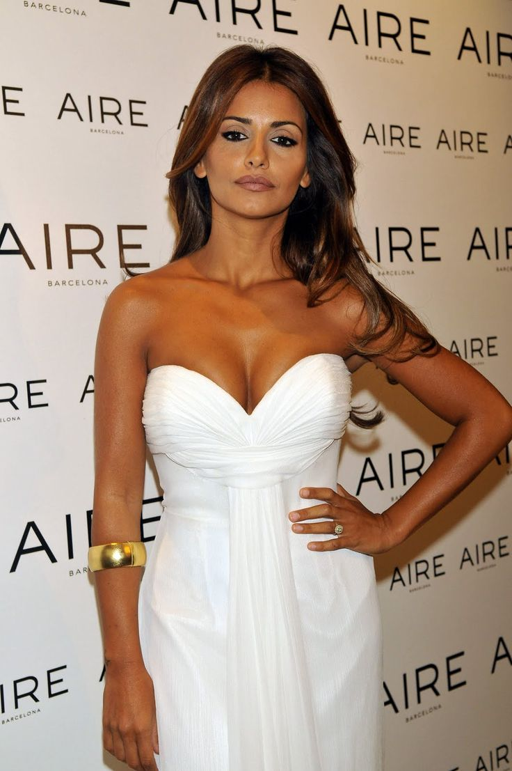 Monica Cruz launches Aire Barcelona 2011 Bridal Collection in Madrid HQ Pictures