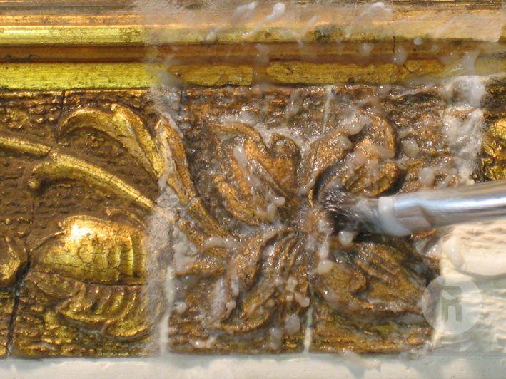 Neteja i eliminació de la goma laca enfosquida mitjançant gels.