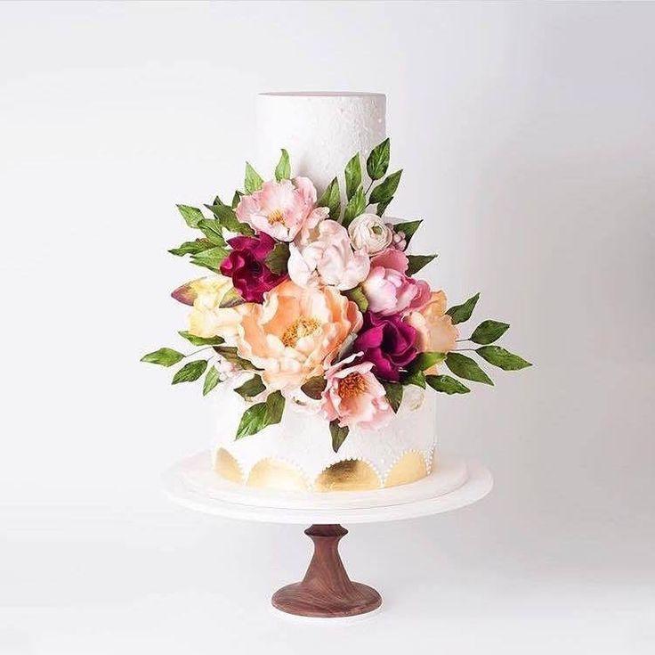 Sweet sugar flowers @cake_ink cake #love #happy #bridalstyle #bridestory #weddingday #weddingtime #wedding #weddingideas #weddingcake #cake