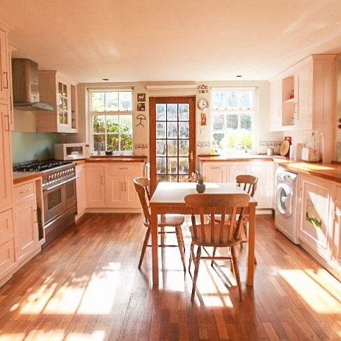We are proud to represent this flat with a beautiful fully-equipped kitchen leading out onto the garden. This is just one of our many accommodation options in Kentish Town, London. To find out more visit our website at cityhomestay.com #cityhomestay #londonaccommodation #london #londonapartment #stayinlondon #kentishtown