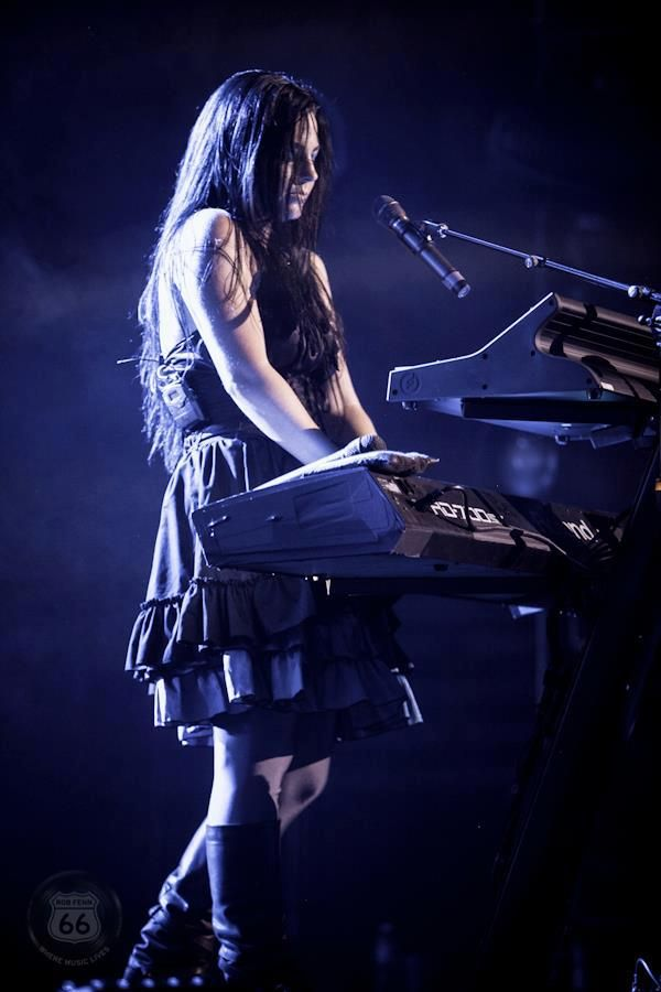 Her & that piano, a match made in heaven Amy Lee - Evanescence
