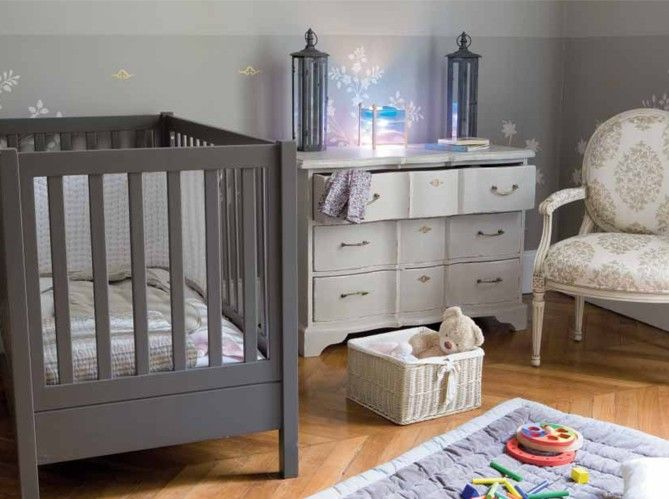 couleur chambre bebe avec meuble gris taupe plus d. Black Bedroom Furniture Sets. Home Design Ideas