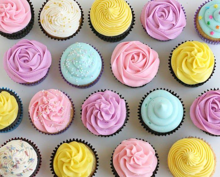 Les 25 meilleures id es de la cat gorie cupcakes en forme - Fabriquer poche a douille ...