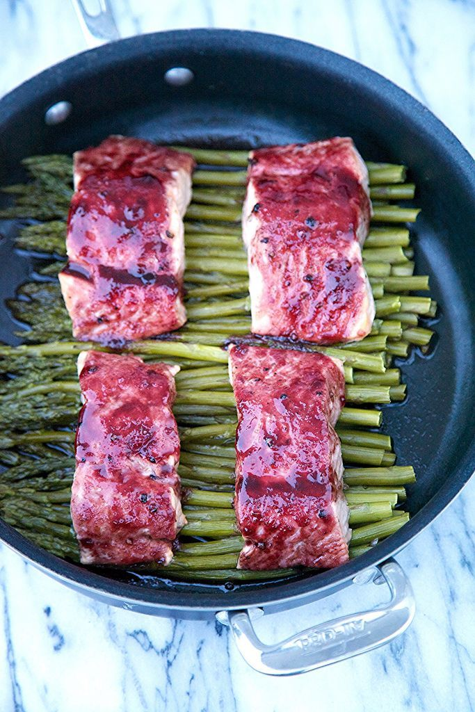 One Pot Wonder Blackberry Glazed Salmon and Asparagus – in 20 minutes or less via Apron Strings #healthy #protein