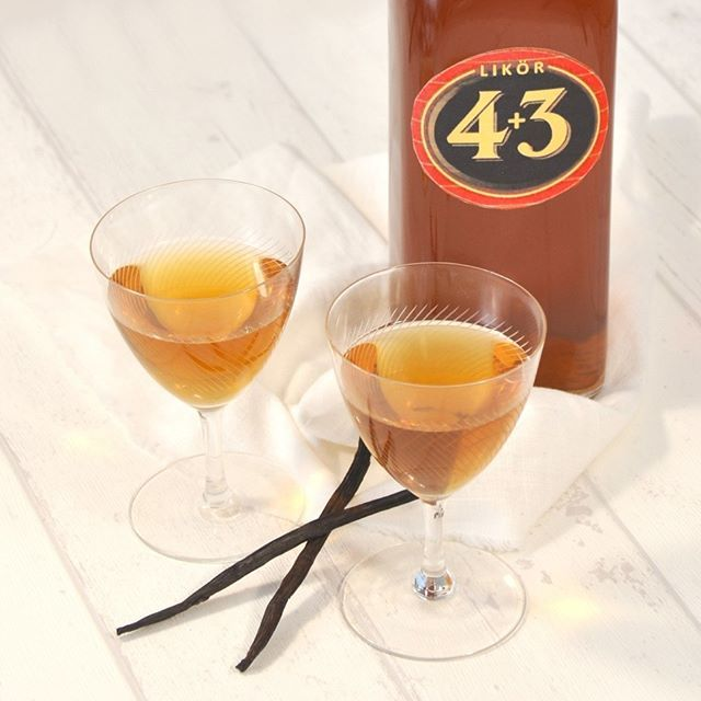 Ich habe Likör 43 selber gemacht - schmeckt identisch wie das Original, ist aber etwas milder im Abgang sodass man ihn am liebsten pur trinken möchte. Unbedingt mal ausprobieren! Aus dem Rezept erhält man 2 Liter. Rezept auf meinem Blog: www.mix-dich-gluecklich.de > Kategorie Getränke #licor43 #Weihnachtsgeschenke #thermomix #mixdichglücklich #tm5 #thermomixliebe #instadaily #selbstgemacht #thermomixrezepte #thermomixtm5 #thermomixdeutschland #foodblogger #homemade #mitliebegemacht…