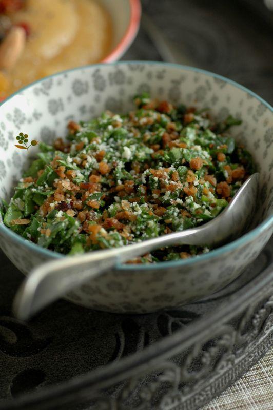 Salade d'épinards, crumble de pois chiches & parmesan