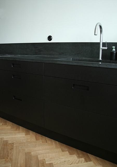Kitchen by Pickyliving, which manufactures cabinet doors for IKEA's kitchen.   Leicht Boston Boston Kitchen