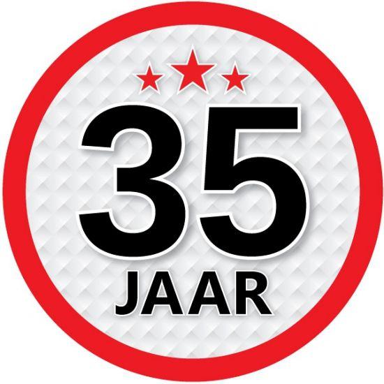 35 jaar sticker rond. Een leuke ronde sticker voor een verjaardag met een diameter van ongeveer 14,8 cm.