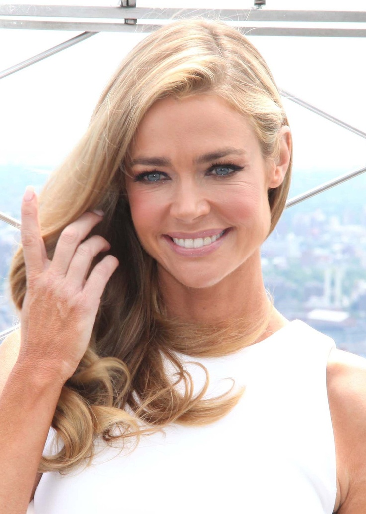Denise Richards ....love this fresh day look!