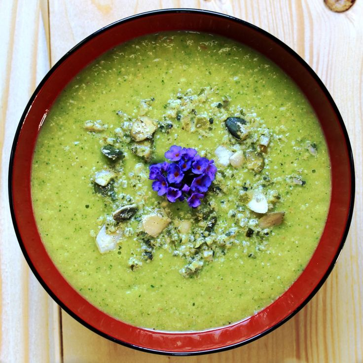 #Almond #zucchini #soup with #miso and #ginger: a pure boost of #energy and #power! #Comfortfood #vegan #plantbased #glutenfree
