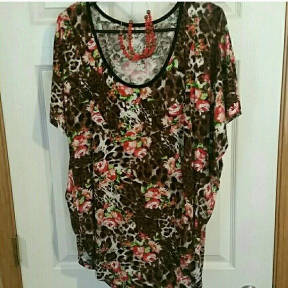 Plus size batwing top and jewelry set New animal print top with necklace and earrings. Tops Blouses