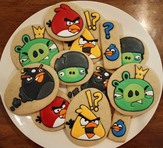 Angry Birds Cookies - Find more Angry Birds Party Ideas at http://www.birthdayinabox.com/party-ideas/guides.asp?bgs=196